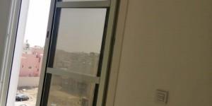 ورشة المنيوم , شترات نوافذ وابواب
